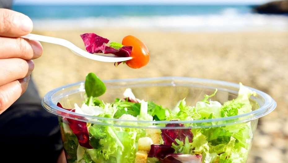 ensalada en la playa